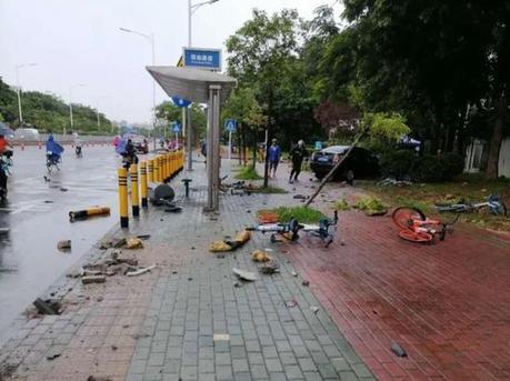 宝安沙井一轿车连撞多车 致15人受伤1人死亡