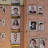 深圳一外墙悬挂百幅笑脸图