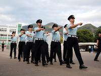 150人争一个岗位 揭秘当上香港海关阿sir的过程