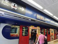 男子港铁站挥舞尖刀自拍后离开 大批警员持警棍搜查