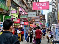 """春节临近 香港购物""""防坑""""实用帖护钱包"""