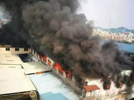 东莞塘厦发生仓库着火事故 暂无人员伤亡