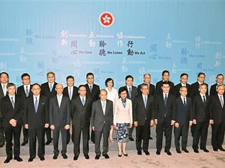 香港特区第五届政府21名主要官员首次全体亮相