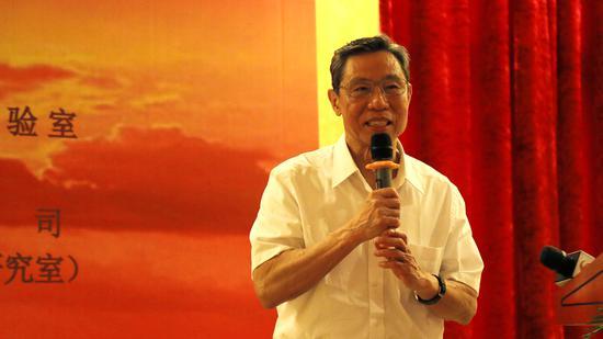 中国工程院院士、国家呼吸系统疾病临床医学研究中心主任钟南山出席签约仪式并致辞。