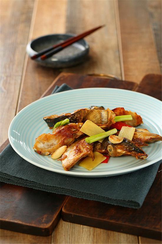 这一道煎焗鱼嘴更是不得不点的一道顺德家乡菜