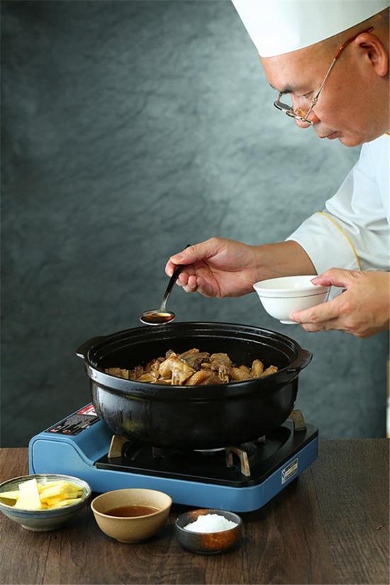 这一道罗氏虾焖黑鬃鹅,就是这家顺德菜的招牌