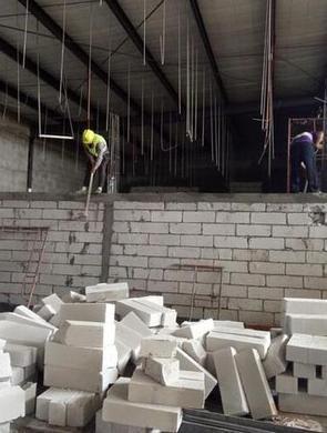铁皮房里偷偷建电影院被拆除