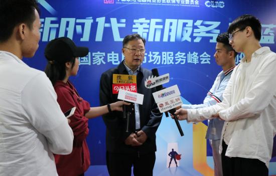 彭理事长接受各大主流媒体采访