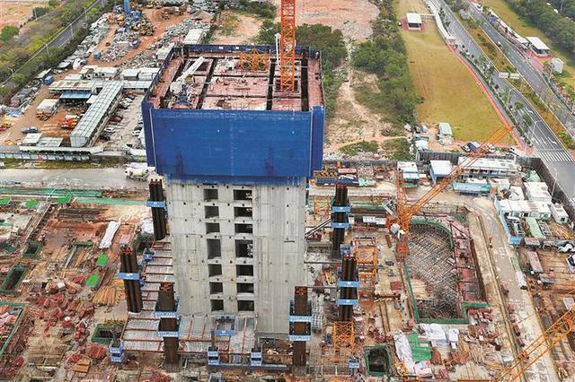 深圳湾超级总部基地首发项目主体封顶