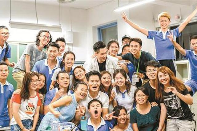 深圳学子多才俊 自拍电影《再见十八班》谢恩师