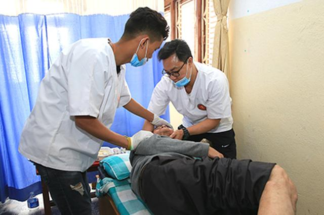 中国香港和深圳医生联合在尼泊尔开义诊