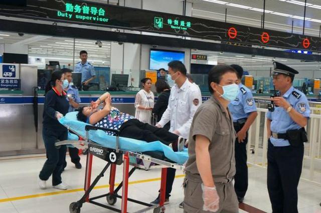 七旬老太赴港游时被香港居民绊倒 双方引发冲突报警