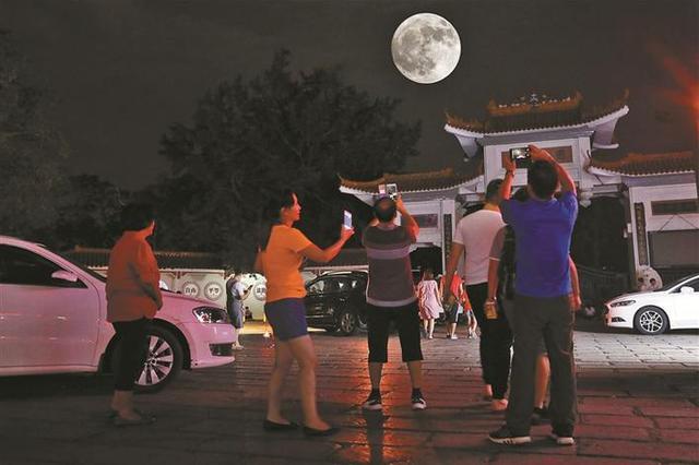 3天假期132万余人游公园 中秋夜市属公园约30万人入园