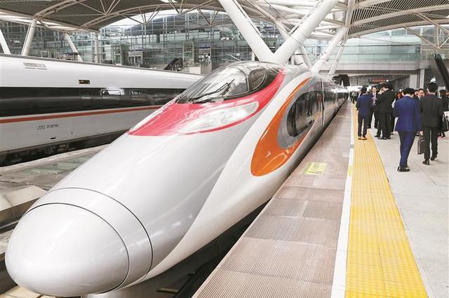 """广深港高铁开通""""满月"""" 西九龙站出入境160万人次"""