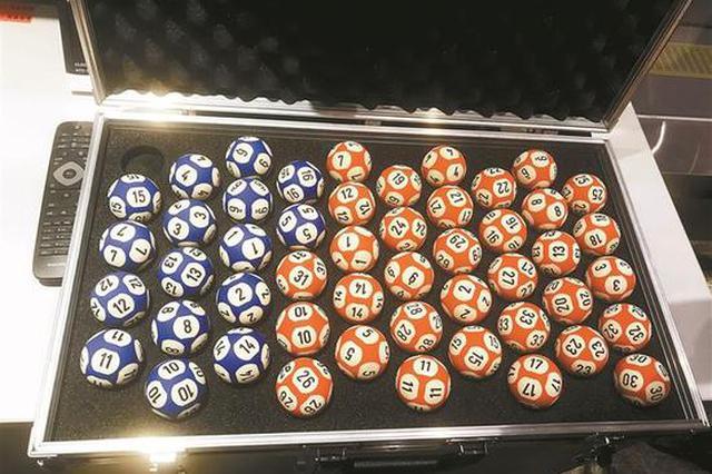 深圳福彩观摩团观看开奖过程 双色球奖号是这样摇出来的