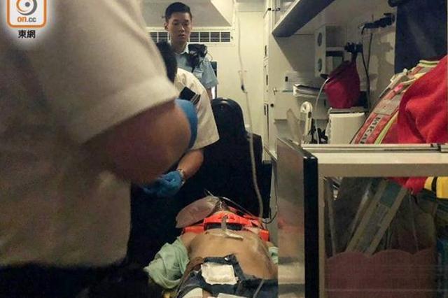 突发 香港地铁有男子持刀 警察开枪