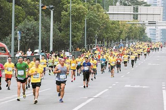 """龙华区微型马拉松开跑 3000名跑者""""与有轨电车同行"""""""