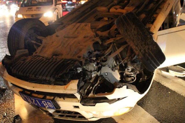 男子酒后驾驶导致车辆侧翻 大喊:我一定是酒驾了