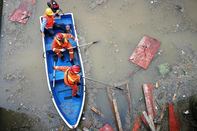 深圳暴雨引发洪水多人被冲走 7人遇难4人失联