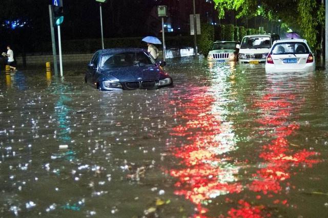 """城市暗渠为何""""吞人"""" 深圳强降雨致人死亡事件调查"""