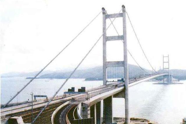 香港青马大桥发生5辆巴士相撞事故 造成38人受伤