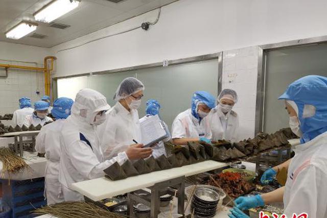 深圳口岸供港粽出口火热 每天2万只粽子运往香港