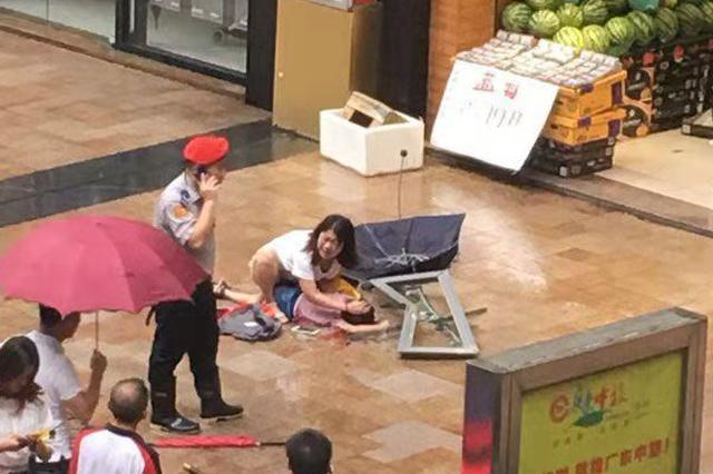 突发!深圳一高楼玻璃窗坠落 6岁男童被砸中生命垂危