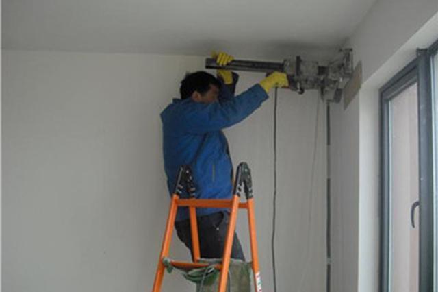 打孔师傅装空调钻断电线线路 双方对修复方案未达成一致