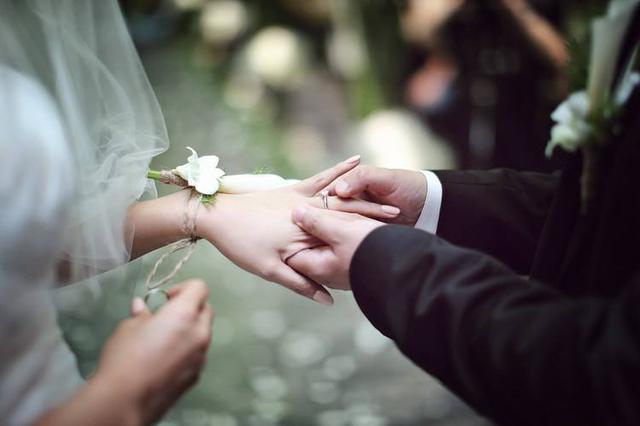 香港新人如何结婚:平均花费36万 婚房不是必需品