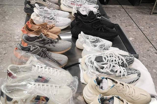 旅客携24双Adidas等品牌假鞋出境 被查出做工粗糙涉嫌侵权