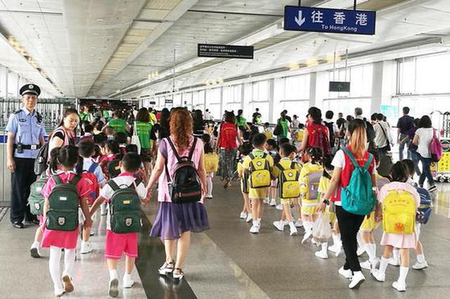 开学季皇岗、福田口岸又迎跨境学童潮 成为一道亮丽风景线