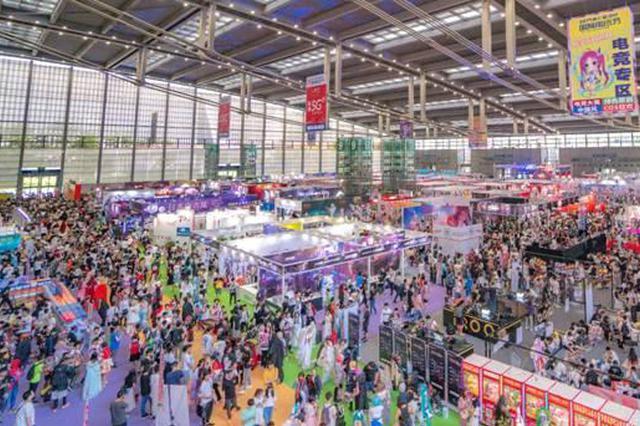 深圳国际电玩节在会展中心举行 近千名Coser同声歌唱祖国