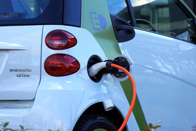 """新能源车将迎来""""市场繁华 洗牌加速"""""""