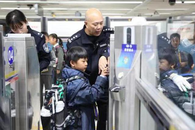 罗湖边检站推关爱跨境学童新举措 启用新跨境学童专用场地