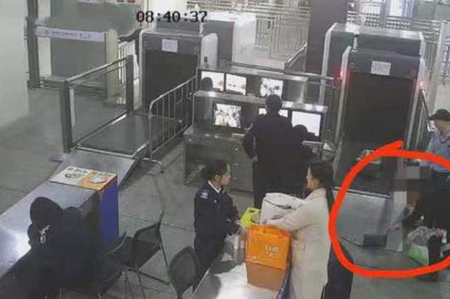 女子带孩子乘高铁 因一个动作被刑拘