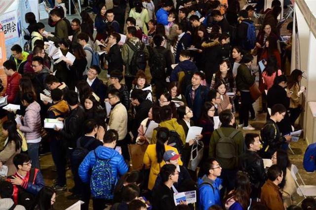 国家统计局:城镇新增就业连续七年保持在1300万人以上