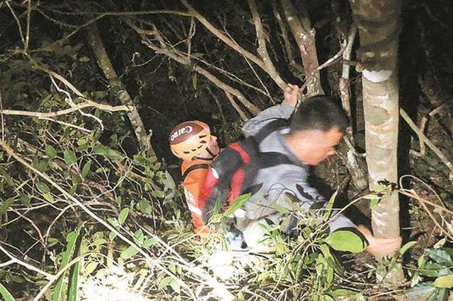 两名游客被困排牙山 大鹏警方连夜救援