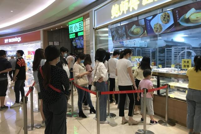 深圳商圈假期迎来消费小高峰 商场恢复热闹