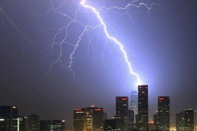 30日深圳出现局部大暴雨 未来一周雷雨多发