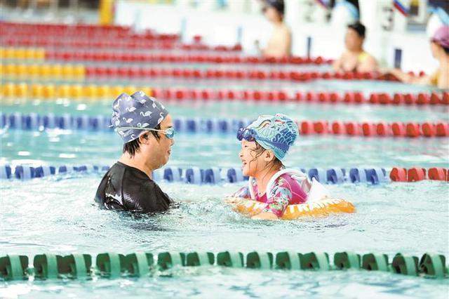 深圳大运中心全面向市民开放 游泳馆开放3天热度不减