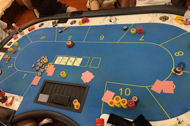 """深圳警方凌晨捣毁""""德州扑克""""赌博窝点 查获赌资170万元"""