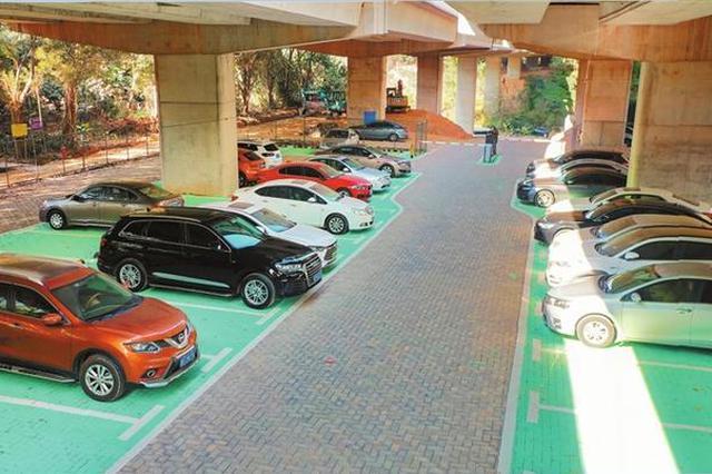 """桥下空间""""变身""""停车场 废地变宝地 可提供200个停车位"""