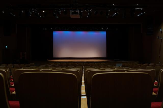 熊孩子踢坏影院巨幕需赔偿18万? 一块巨幕屏价值五十万