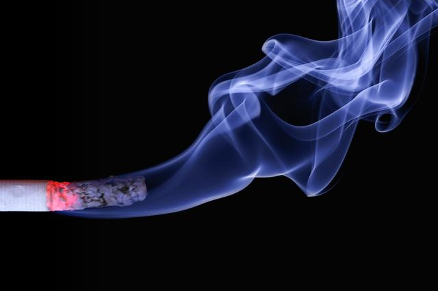 全国首单!深圳对中小学周边50米违法售烟立案 商家或将面临3