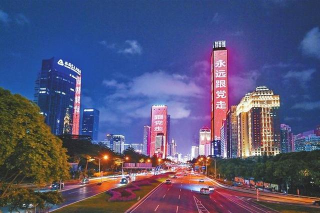 公园处处祝福语 楼宇闪闪中国红
