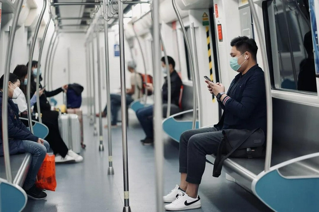 """""""双节""""前后这五天深圳地铁全线网延长运营1小时"""