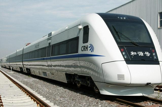 深圳铁路今日零时起实施新的列车运行图