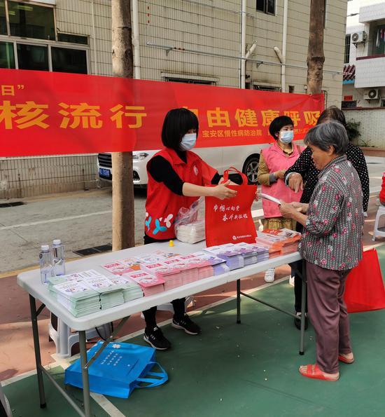 西乡街道河西社区开展肺结核防治宣传活动