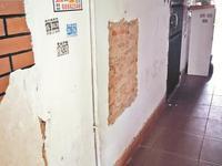 住宅区墙体脱落引居民担忧