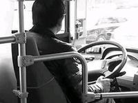 男子搭错车谩骂推搡司机被拘